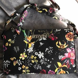 Kenneth Cole Reaction 👛 | Floral Cross Body Bag🌺